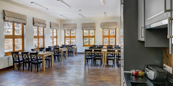 Tágas ebédlő és közösségi tér a Rotter Lajos Turistaházban