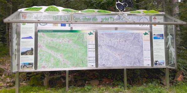 Info-Tafel über der Berghütte Schareben