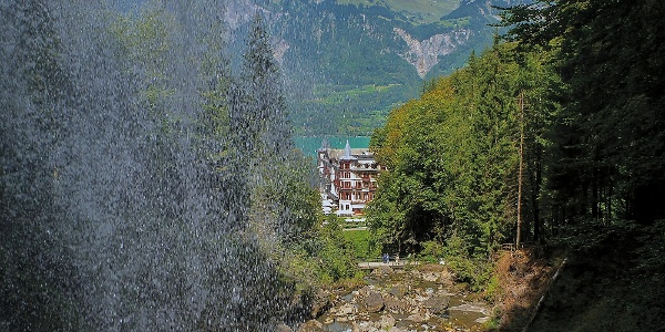 Giessbachfälle und historisches Hotel Giessbach.