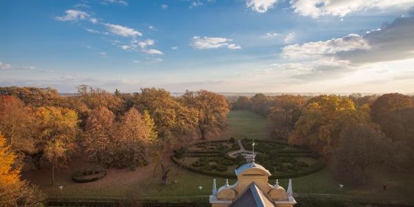A franciakert a torony kilátóteraszáról
