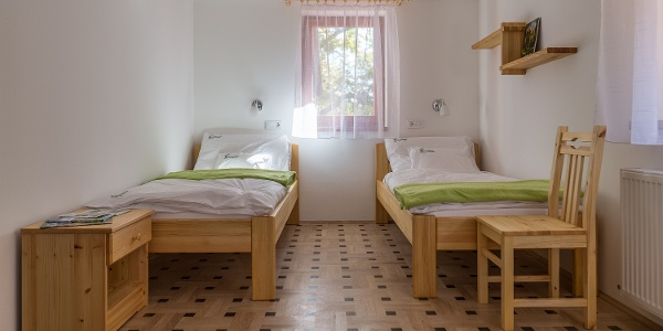 Kétágyas szoba a Pazsagi Turistaházban
