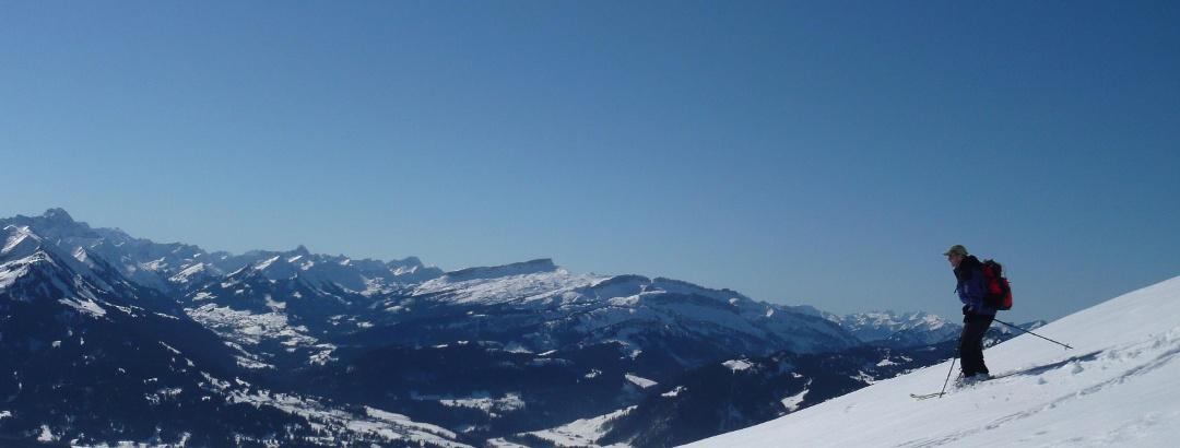 Abfahrt vom Schnippenkopf hoch über Oberstdorf