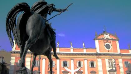 Piazza dei Cavalli a Piacenza