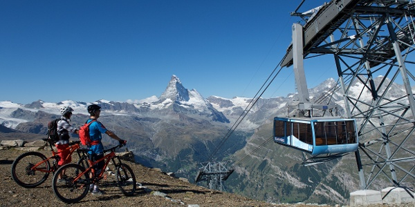 By cable car up the Rothorn (3,103 m)