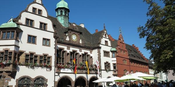 Neues Rathaus und Altes Rathaus.
