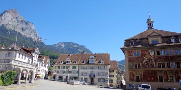 Schwyz mit Rathaus und Grosser Mythen