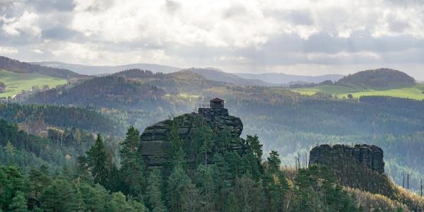 Blick auf den Marienfelsen (Mariina skála, 428 m ü. NN)