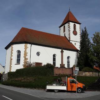Bild 12: Ev. Kirche