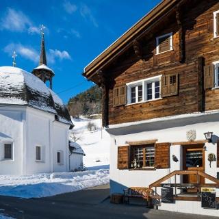 Ustria Fravia mit Kapelle (Foto Berghilfe Schweiz)
