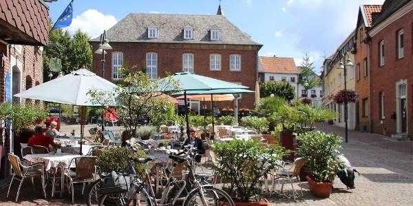 Markt mit altem Rathaus in Wassenberg