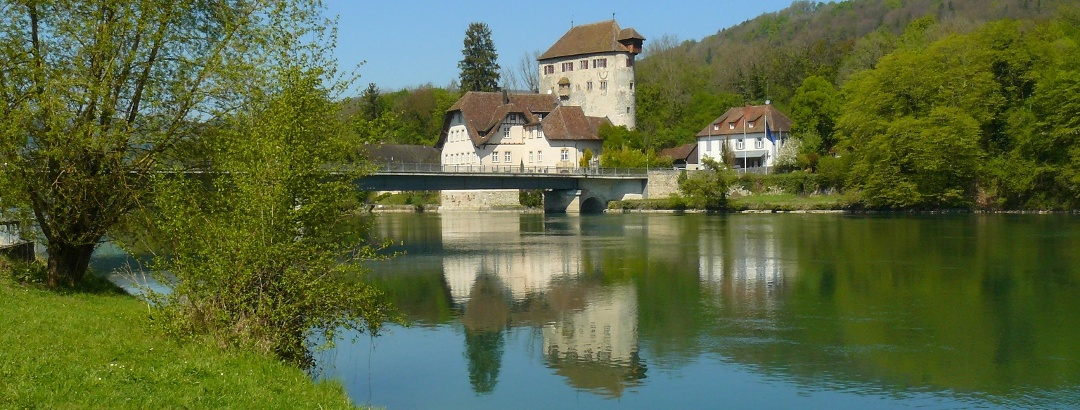 Die Rheinbrücke mit Schloss Rötteln