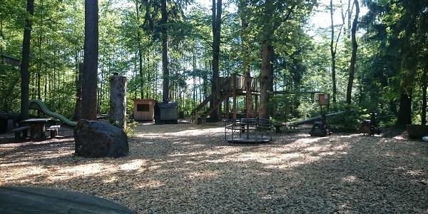 Der Spielplatz Sagenwald in Schüpfheim lädt zum Verweilen ein