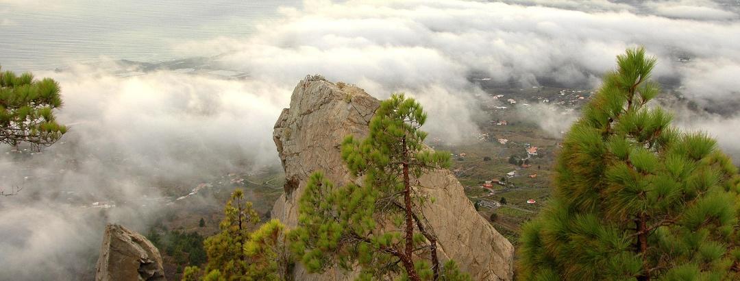 Aufstieg über das Wolkenmeer