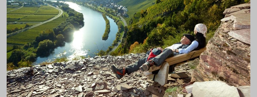 Blick vom Klettersteig auf die Mosel und Ürzig