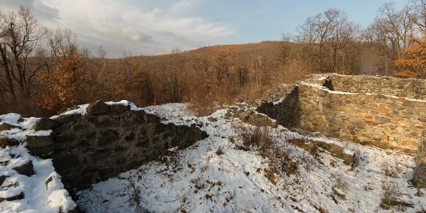 A Benevár falai