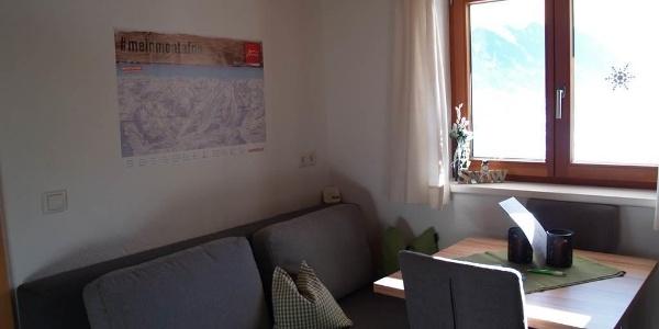 Essbereich mit Sofa