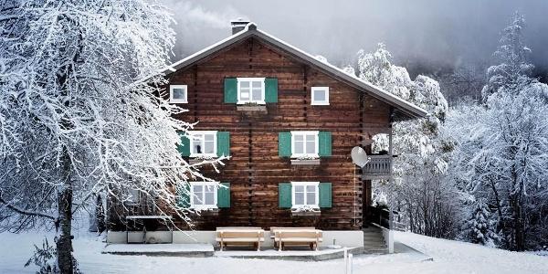Winter Hausansicht
