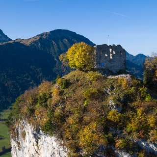 Ruine Falkenstein, im Hintergrund der Breitenberg und Aggenstein