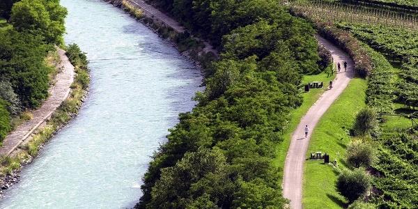 Der Radweg den Fluß Sarca entlang