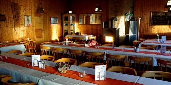 Gastraum in der Luisenturmhütte Borgholzhausen