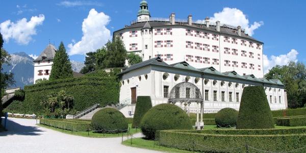 Das Schloss Ambras von außen