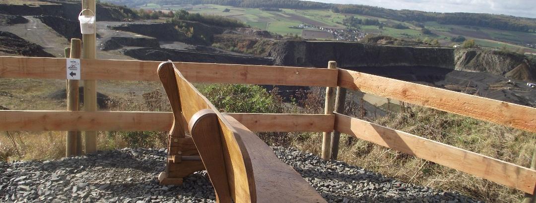 Aussichtsplateau vor Europas größtem Basaltsteinbruch