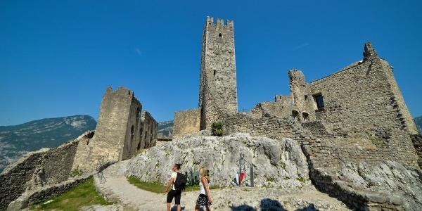 Dentro le mura del Castello di Drena
