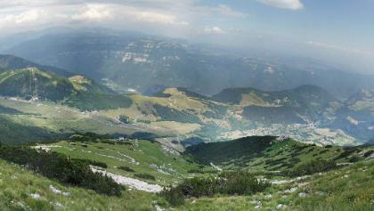 Blick aus halber Höhe zurück ins Tal