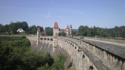 Überquerung der Talsperre Les Kralovstvi