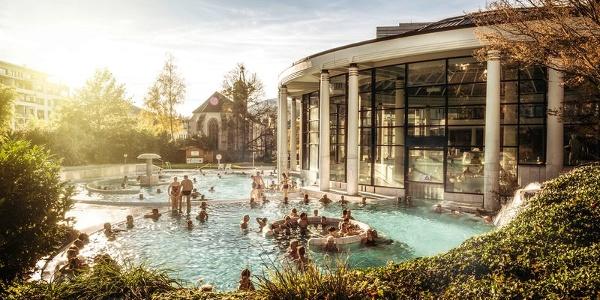 Caracalla Therme Baden-Baden - Außenbereich im Herbst
