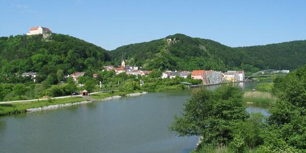 Altmühltal- Blick auf Riedenburg vom Fischerei- und Naturlehrpfad