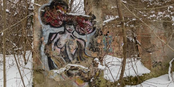 A ház közel van Solymárhoz és Nagykovácsihoz is, a graffitisek könnyen megtalálták