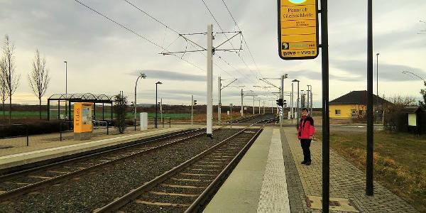 Startpunkt ist der Endpunkt der Straßenbahn Linie 7 in Pennrich