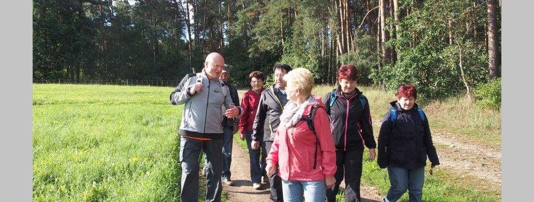 Wandergruppe auf dem Grenzsteinweg
