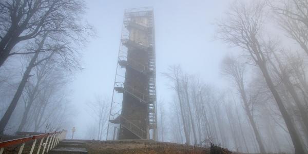 Rozhľadňa Galya-kilátó v hmle