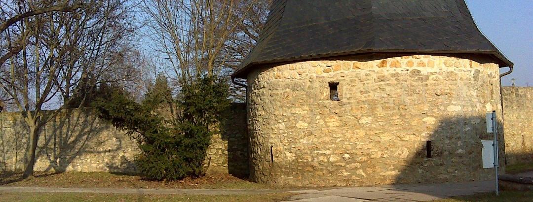 Stadtmauer von Kindelbrück mit Pulverturm