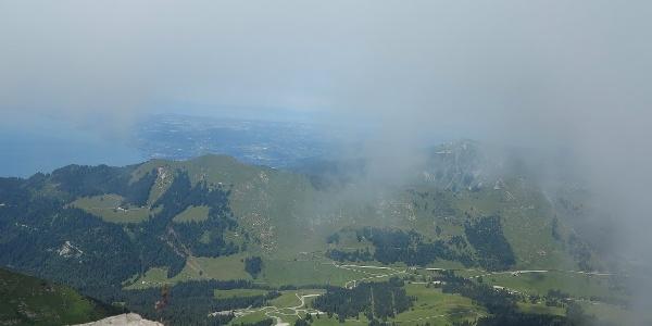 Aussicht von der Tour de Mayen Richtung Genfersee.