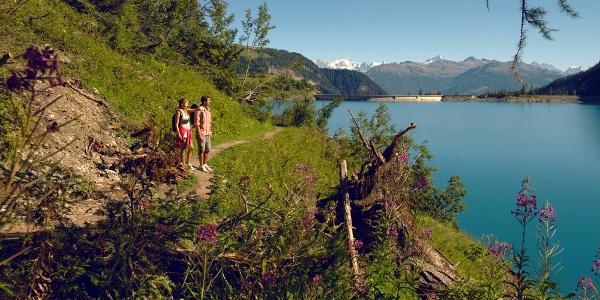 Hikers at Tseuzier lake.