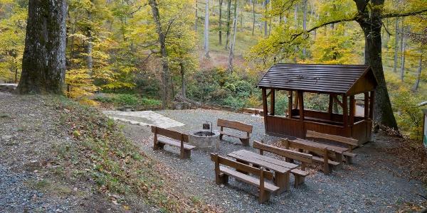 Regenschutzstelle und Rastplatz an Hétforrás (Siebenquelle)