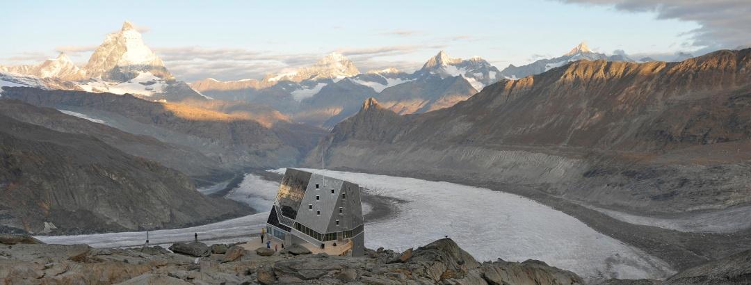 Monte Rosa-Hütte SAC mit Übernachtungsmöglichkeit