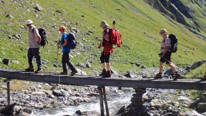 Auf dem Walserweg - Steg über den Stutzbach
