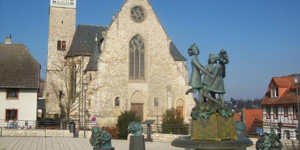Lindenplatz mit den Drei Grazien