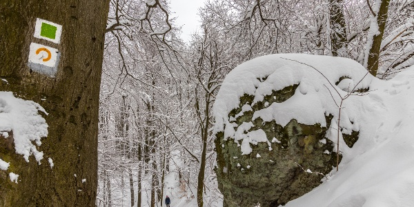 A snow-covered rock along the Thirring Trail