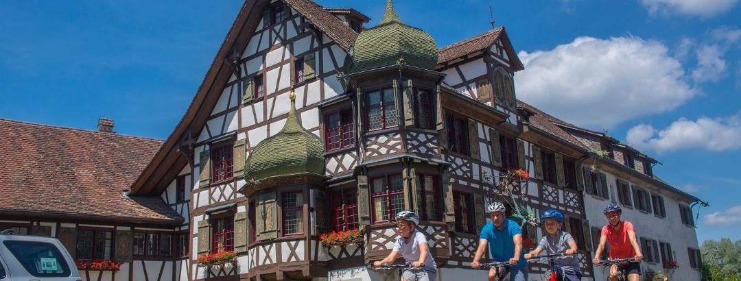 Ein Abstecher ins historische Gottlieben, direkt am Seerhein gelegen, lohnt sich.