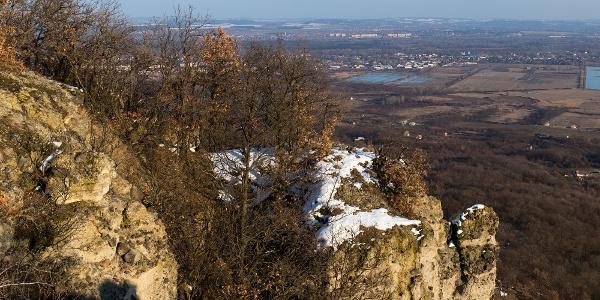Andezitsziklák a Petőfi-kilátótól északkeletre