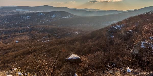 A Petőfi-pihenő egy természetes kilátóhely Pomáz fölött