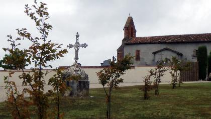 vor Moissac: Kirche von Espis