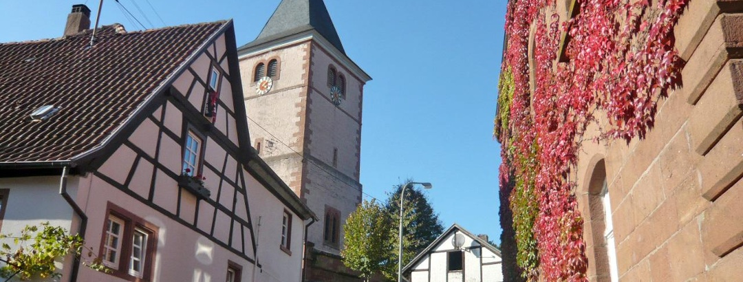 Blick auf den Kirchturm.