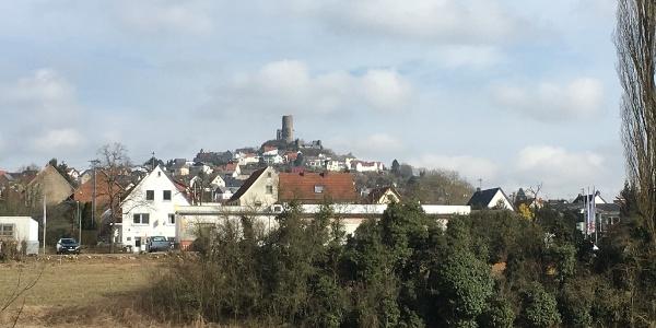 Aussicht auf Burg Vetzberg vom Hof Schmitte