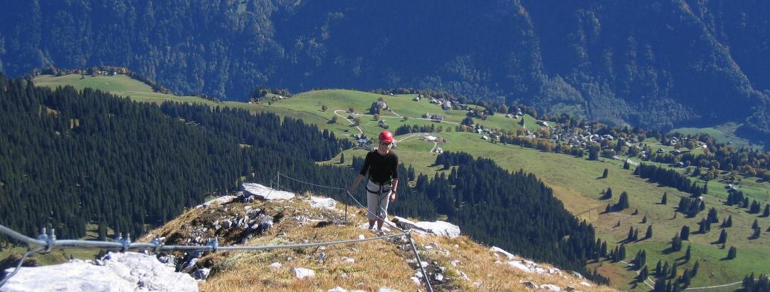 Rück- und Tiefblick auf das autofreie Braunwald